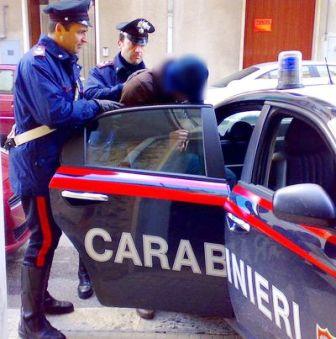 Napoli, maxi blitz dei carabinieri: cinque arresti e 17 denunce