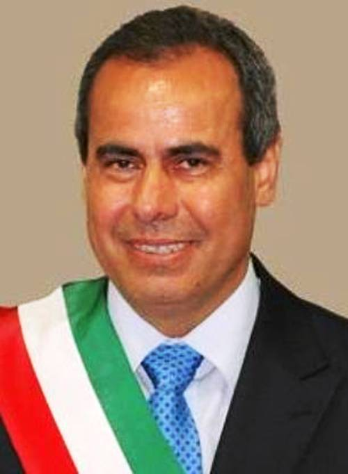 Scandalo rifiuti, torna libero il sindaco di Torre del Greco: era ai da mesi ai domiciliari