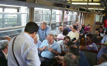 Pomigliano d'Arco. Treno della circum fermo. Uomo minacciava passeggeri e personale con un estintore