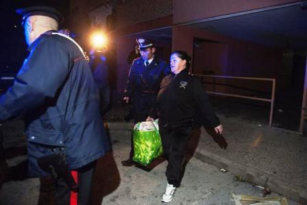 Napoli, blitz antidroga: 30 arresti. Dosi confezionate in un asilo, nel clan molte donne