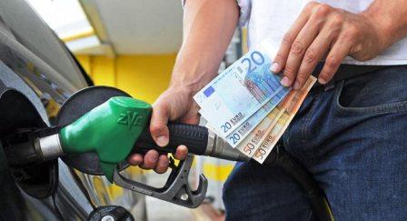 Carburanti, nuova ondata di rialzi la verde vola fino a 1,927 euro al litro