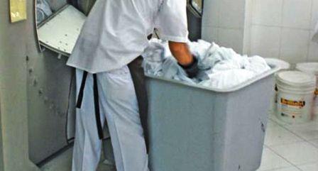 Napoli, la camorra chiedeva il pizzo alle lavanderie ospedaliere: 12 arresti