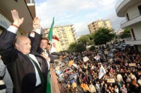 Passi carrabili, Lello Russo come Berlusconi. Non restituisce l'Imu ma i soldi pagati per gli accessi