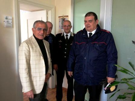Tenta il suicidio, l'intervento degli uomini del comandante Russo gli salvano la vita