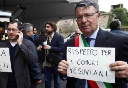 """Due giovani feriti a colpi di coltello in città. Giorgiano e Borrelli: """"Il Prefetto ne vieti la vendita"""""""
