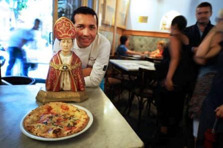 Napoli, mangi la pizza oggi e la paghi dopo otto giorni