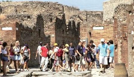 Pompei, ancora polemiche: «Scavi poco accessibili ad anziani e disabili»