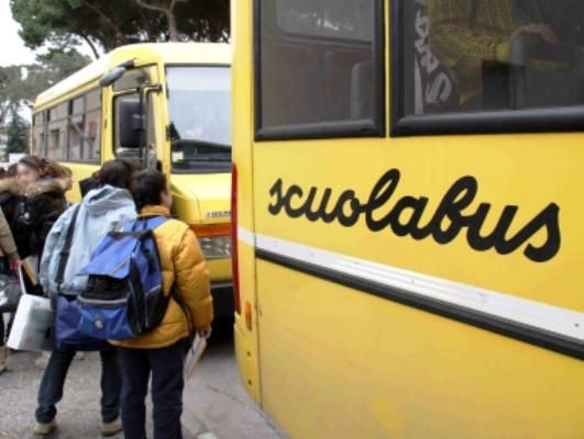 A Napoli servizio trasporti abusivo: un euro a persona, compresi i bambini per andare a scuola