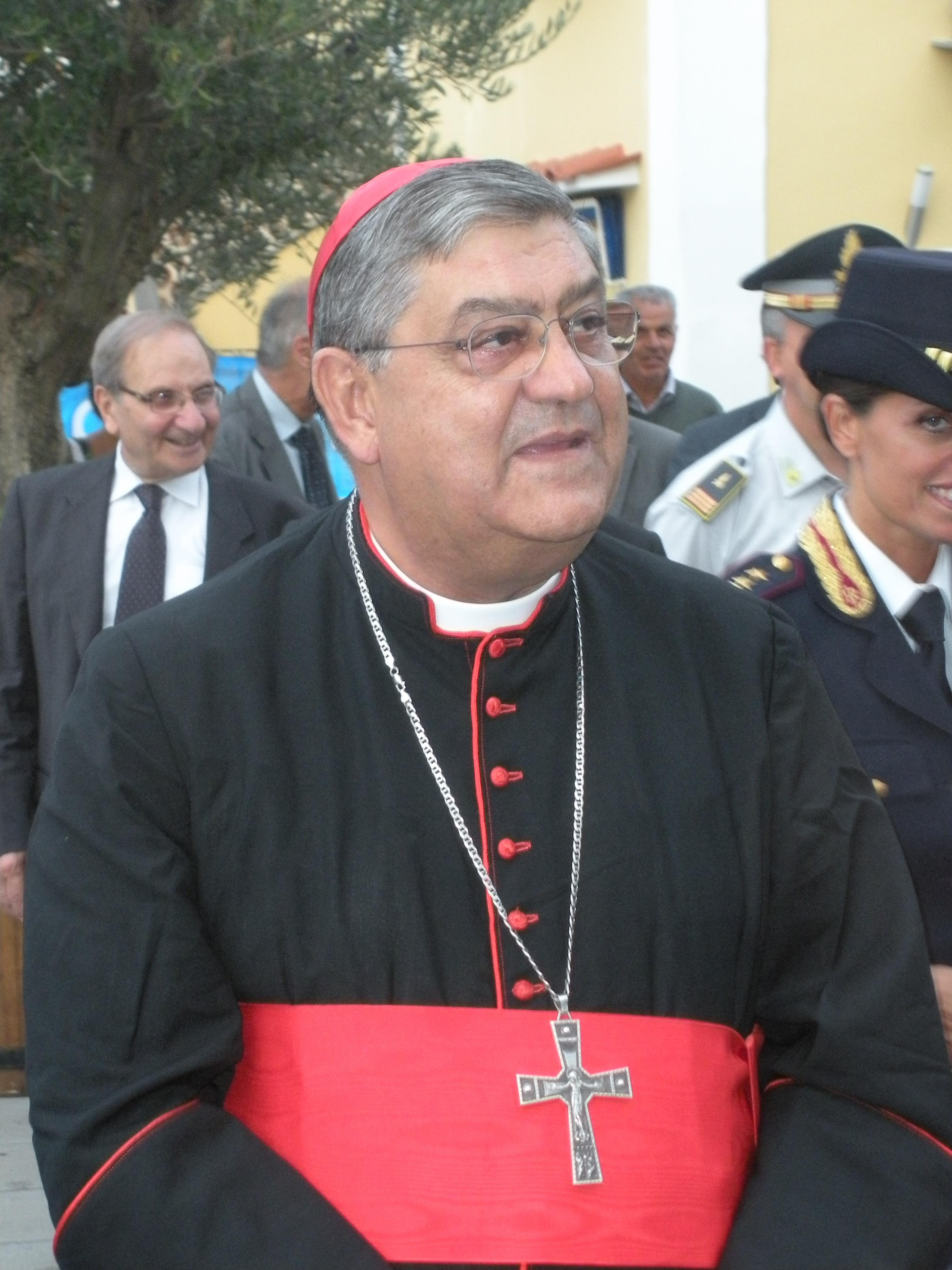 Il cardinale Sepe in ospedale, le condizioni sono buone: il prelato, risultato positivo al tampone, ha la polmonite