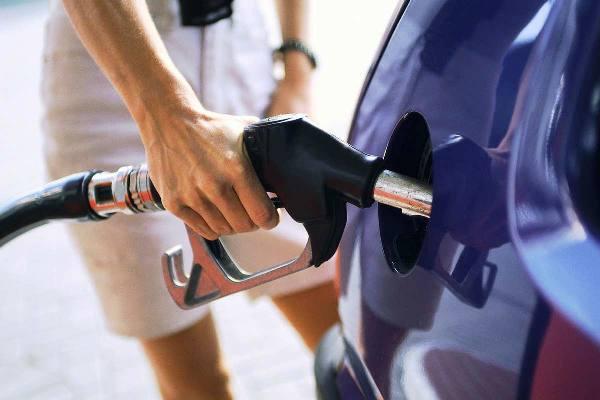 Contrabbando di benzina, 14 arresti:sequestrati beni per 17 milioni di euro dalla Guardia di Finanza