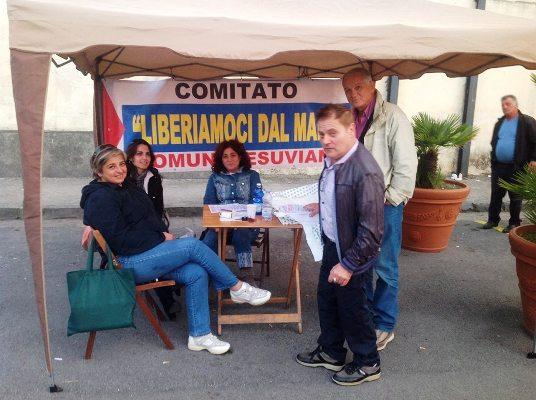"""Il Comitato """"liberiamoci dal male"""" al cimitero di Massa di Somma per promuovere l'evento """"ambiente,salute e territorio"""""""