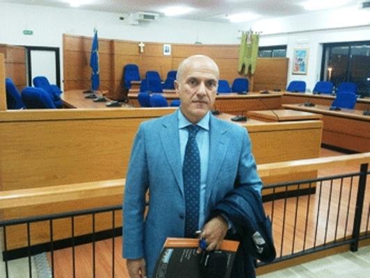 A Volla Luciano Manfellotti rinuncia alle indennità e invita i colleghi consiglieri a fare lo stesso