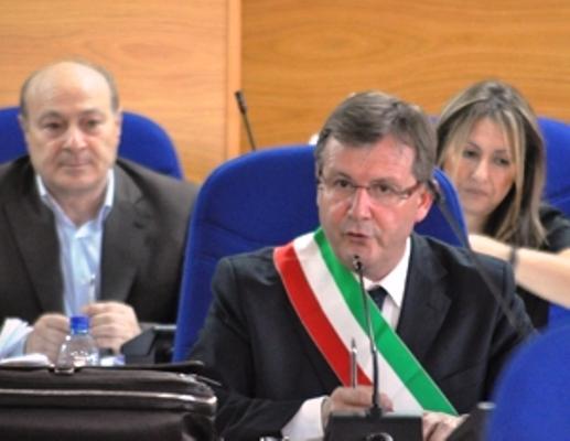 Volla: si dimette il sindaco Guadagno. Sfiduciato da nove consiglieri comunali