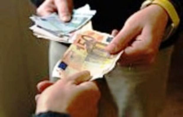 Usura, costretti a pagare 800 mila euro. Due arresti della polizia nel Napoletano, sequestro di 2 mln