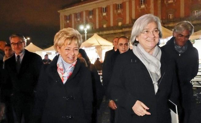 Rosy Bindi in piazza Plebiscito inaugura il mercatino antiracket