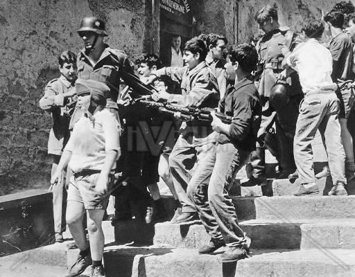 UN GIORNO PER LA MEMORIA –    L'Associazione Miradois Onlus dedica un pomeriggio alle Quattro Giornate di Napoli