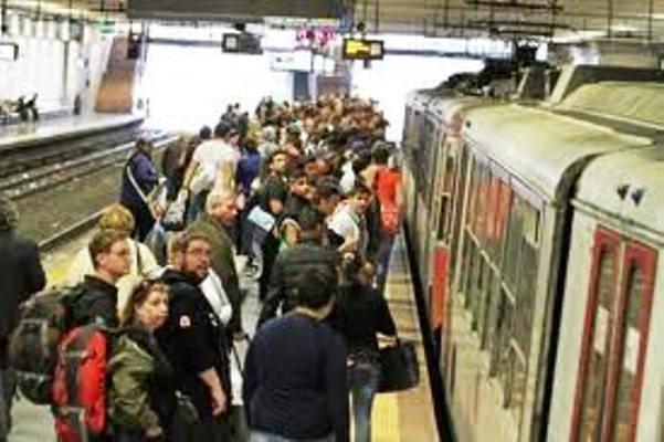 Record per la Circumvesuviana, è la ferrovia peggiore d'Italia. Vari gli aspetti analizzati: riduzione delle corse,  lentezza, disservizi, sovraffollamento