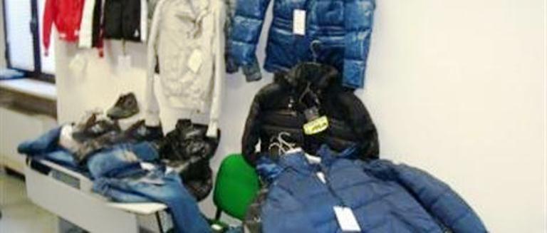 Vendevano capi con marchi contraffatti, sgominata una gang nell'area vesuviana: 8 arresti