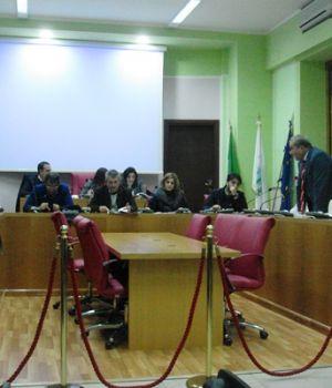 A Pollena Trocchia forti tensioni in consiglio comunale, è scontro tra i Maione e Campajola