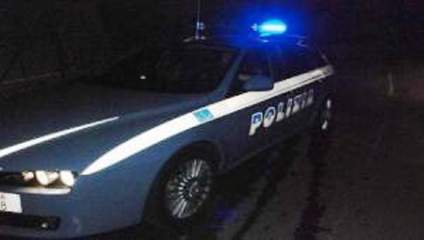 Far west nel napoletano. Fermano 3 uomini a bordo di uno scooter: poliziotti feriti in uno scontro a fuoco