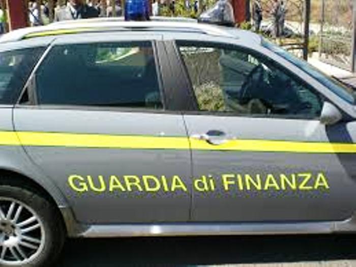 Numerosi arresti a Napoli per la gestione della contraffazione