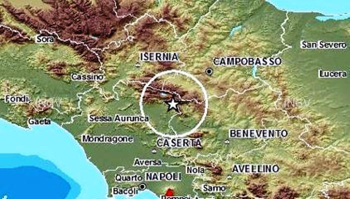 Terremoto in Campania, scuole evacuate e tanta paura