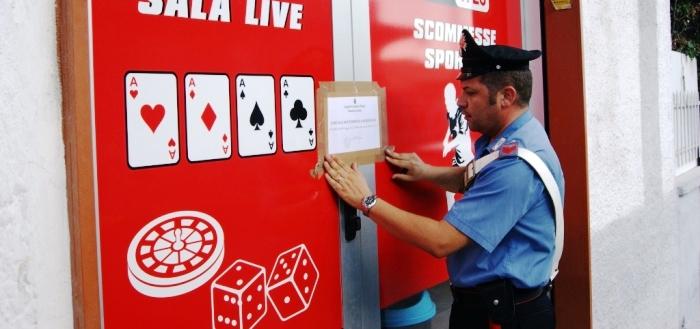 Lotta al gioco clandestino a Torre del Greco: vigili urbani e polizia chiudono quattro centri scommesse, 15 denunciati