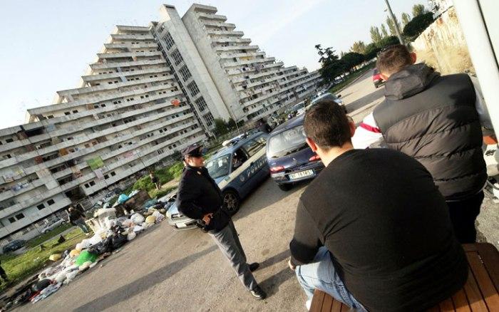 Baby gang riduce in fin di vita un 21enne: arrestato il capo branco a soli 15 anni