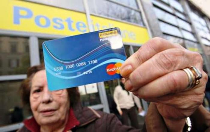 Social Card, tutto pronto ma non arrivano i soldi alle famiglie meno abbienti. Perchè?