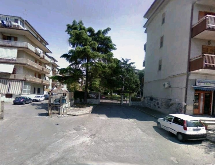 Somma Vesuviana, spari contro il portone di una palazzina popolare, probabile la pista della droga: indagano i carabinieri