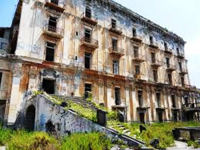 Crolla Villa d'Elboeuf: disagi alla circolazione ferroviaria