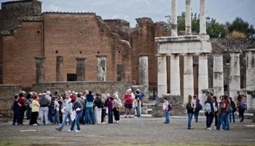 La protesta delle guide turistiche agli Scavi di Pompei