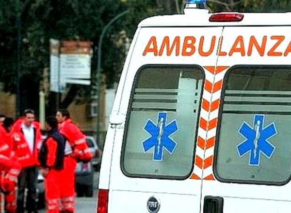 Finisce con l'auto contro un muro, muore a 19 anni a Somma Vesuviana
