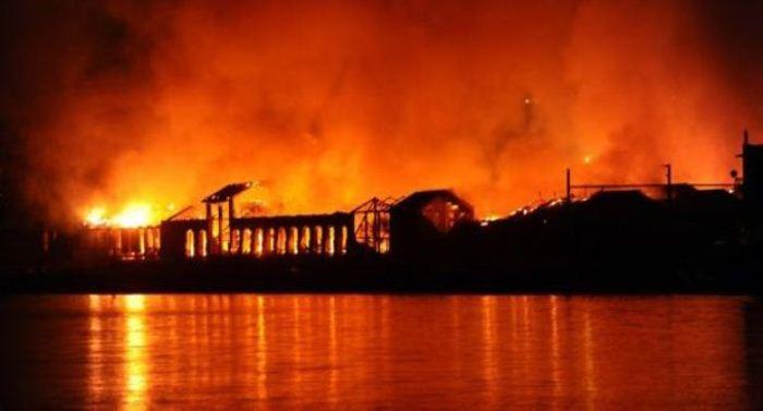 """""""Bagnoli l'incendio continua"""" : Nel pomeriggio il dibattito in Villa Medusa"""