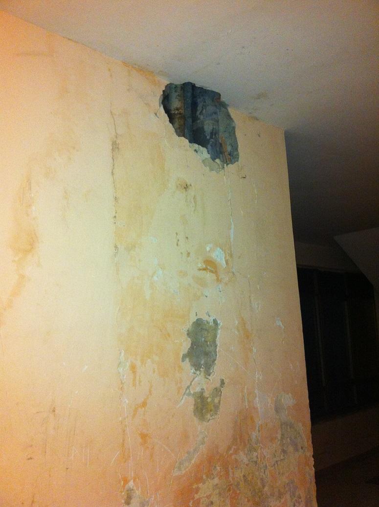 foto pollena muro rotto2