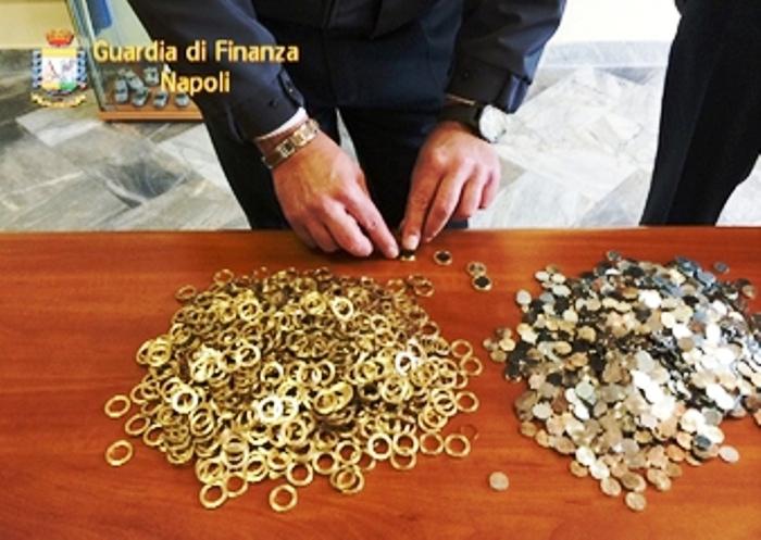 Trovata zecca clandestina a Casalnuovo, i finanzieri arrestano due persone e sequestrano 15 mila euro falsi