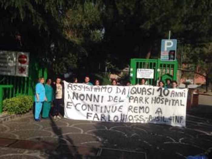 """""""I nonni non si toccano!"""":  Lo slogan contro la chiusura del Park Hospital di San Sebastiano al Vesuvio"""