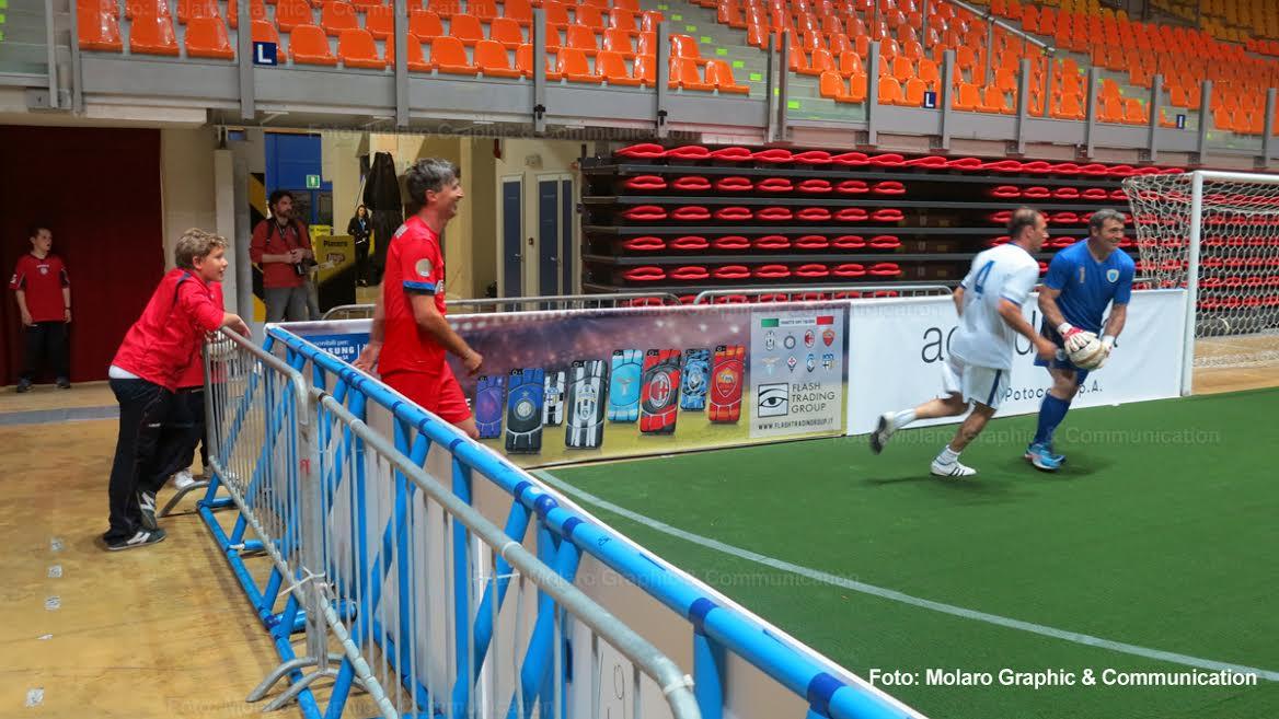 """Le """"Eccellenze Vesuviane"""" nel pallone per segnare un goal per la solidarietà"""