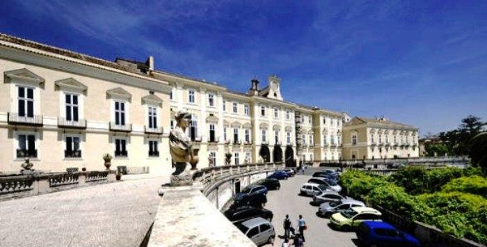 Il sindaco de Magistris approva il restauro delle facciate interne alla Reggia di Portici