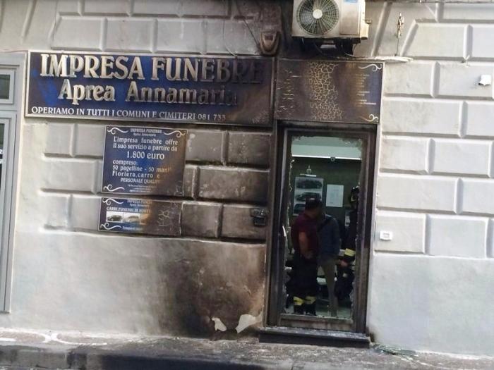 """Emergenza criminalità, a Cercola data alle fiamme l'agenzia funebre che praticava """"prezzi giusti"""""""