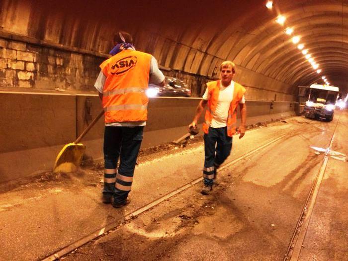 Operazione 'bonifica Gallerie' a Napoli: rimossi materiali edili, rifiuti ingombranti e vecchi copertoni