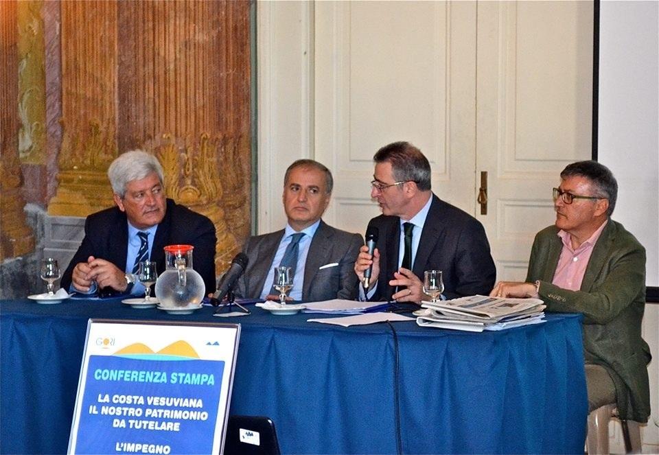 """""""La costa vesuviana, il nostro patrimonio da tutelare.L'impegno di GORI e dell'Ente d'Ambito Sarnese Vesuviano, per un mare pulito."""