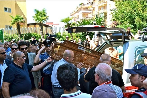 """L'errore di essere """"al posto giusto al momento giusto"""": l'ultimo saluto a Mariano Bottari, """"l'innocente ucciso da bastardi""""."""