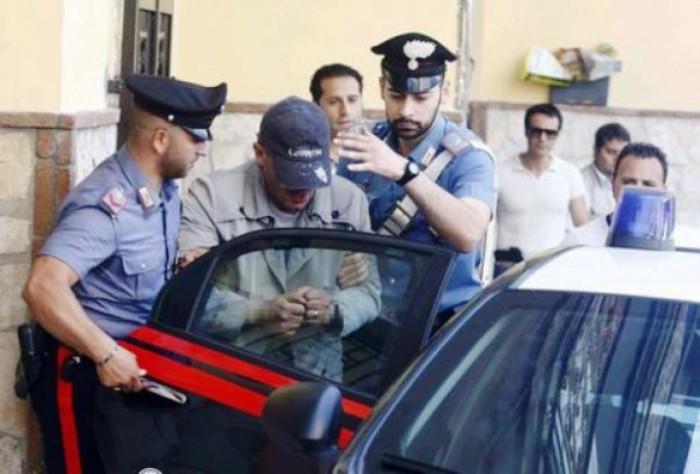 Lite di condominio con affiliato al clan, in cinque lo pestano a sangue: arrestati dai carabinieri