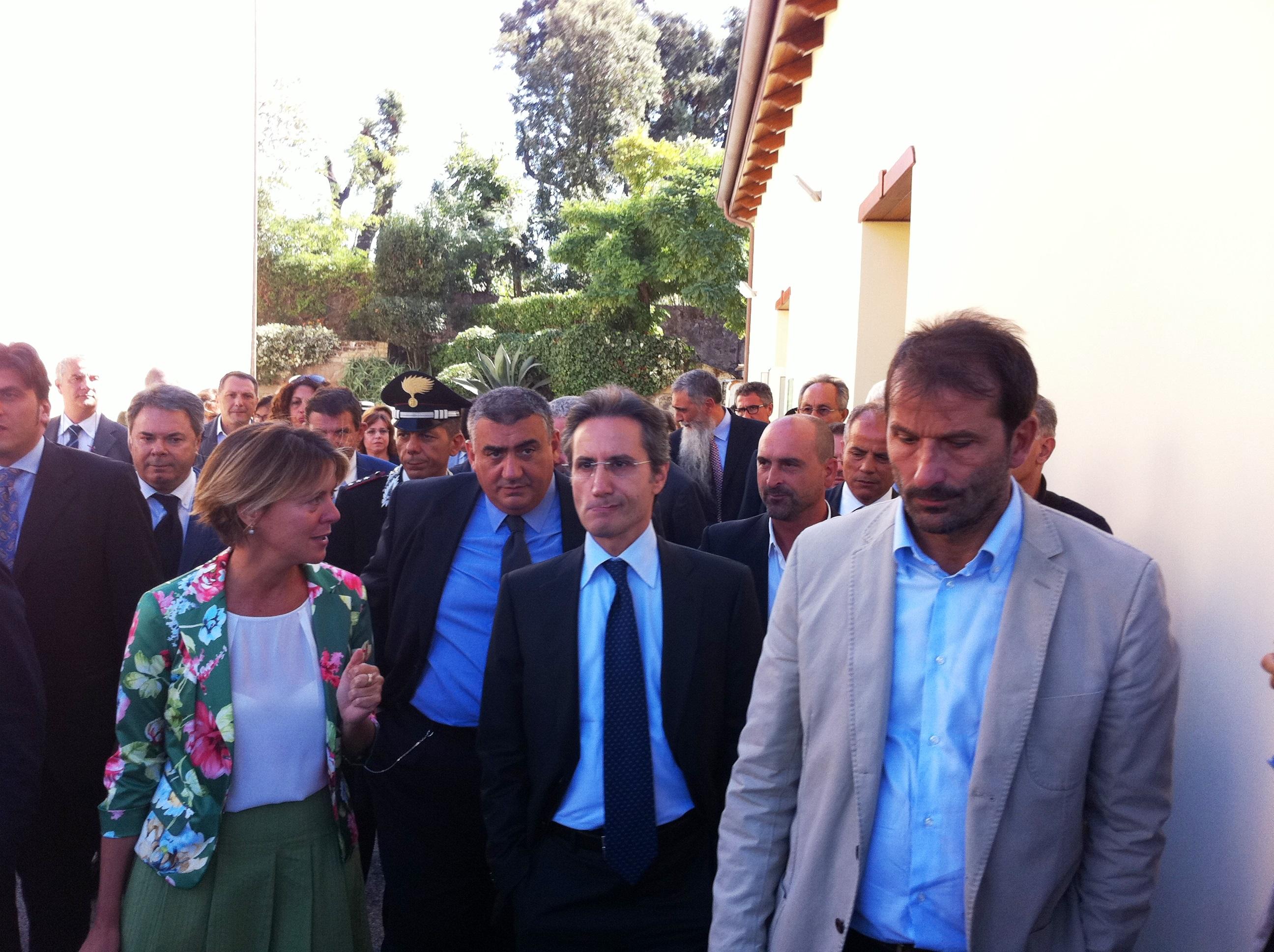 Il ministro della Salute, Beatrice Lorenzin, visita l'istituto Zooprofilattico di Portici