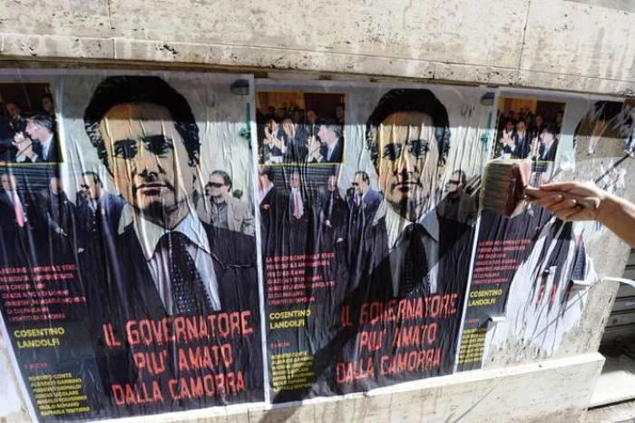 Napoli invasa daimanifesti contro Caldoro, Cosentino e Landolfi: indaga la Digos