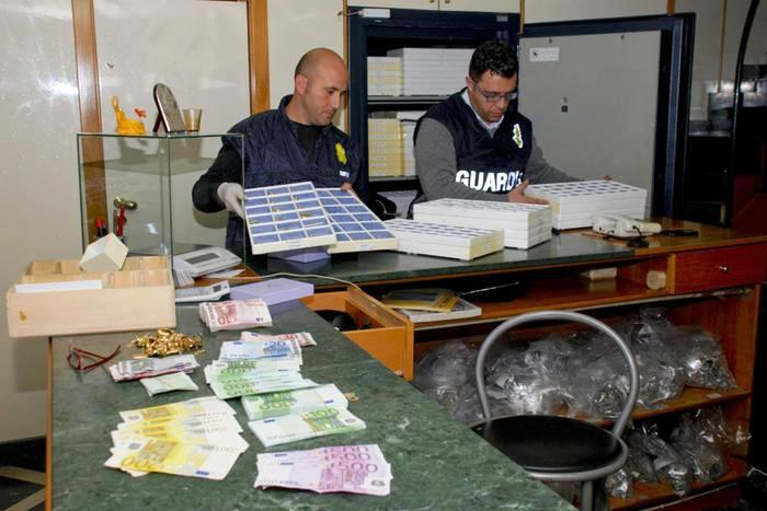 Riciclaggio con 'Compro oro':  padre e figlio ai domiciliari sequestrati 5 milioni di beni