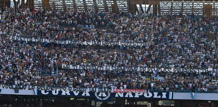 Il solito Napoli: finisce 0-1 al San Paolo contro il Chievo. Contestato il presidente De Laurentiis.