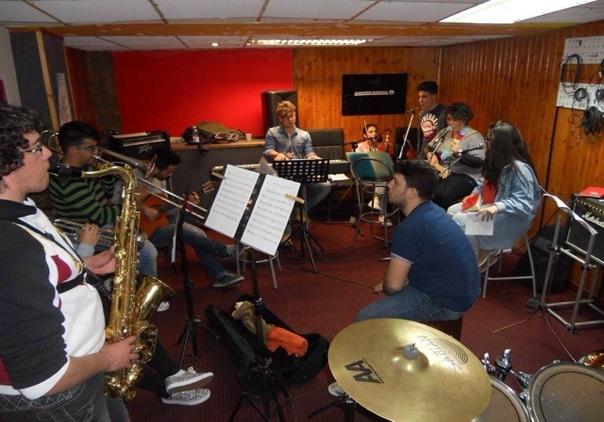Musica e parole: i giovani vesuviani uniti per diffondere speranza.