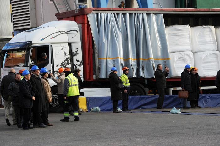 """La rotta della """"munnezza"""": i rifiuti di Napoli da novembre trasferiti dall'Olanda alla Spagna"""